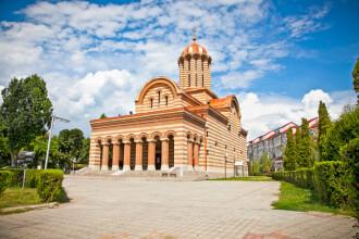 La Târgovişte, cei care dau examenul de permis plătesc o taxă Bisericii