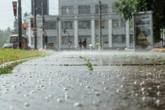 Furtuni în cea mai mare parte a ţării, până marţi dimineaţă. Zonele în care temperaturile mai ajung la 36 de grade