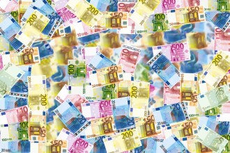 Țara din UE care își face monedă virtuală și le oferă străinilor domiciliu online