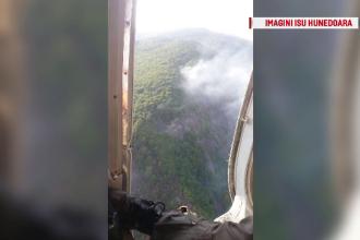Incendiu de vegetație în Hunedoara. Misiune dificilă pentru pompieri