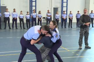 Polițiștii, retrimiși la școală și învățați să gestioneze situațiile de criză