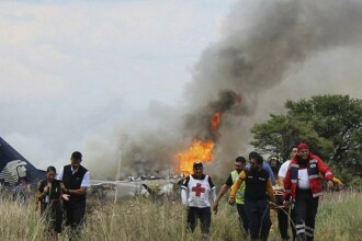 """""""Nu e un miracol."""" Cum au reușit să supraviețuiască cele 103 persoane din avionul prăbușit în Mexic"""