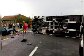 Trei persoane au murit pe loc în urma unui accident, în Timiș. Mașina a intrat pe contrasens