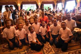 Băieții thailandezi salvaţi din peştera inundată au părăsit templul budist în care au stat 11 zile