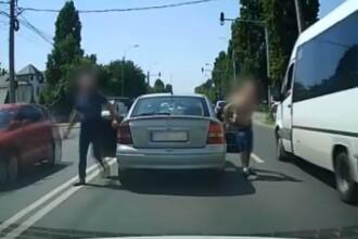 Imagini incredibile în București. Un șofer susține că 3 indivizi l-au atacat în trafic