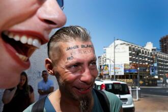 """Un grup de britanici a plătit un om fără adăpost să se tatueze pe frunte. """"Am făcut-o din disperare"""""""