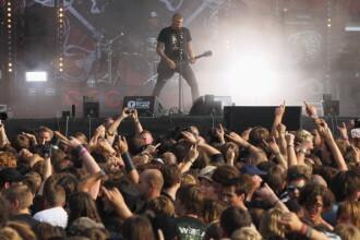 Doi bărbați au fugit de la azilul de bătrâni pentru a participa la un festival de heavy metal