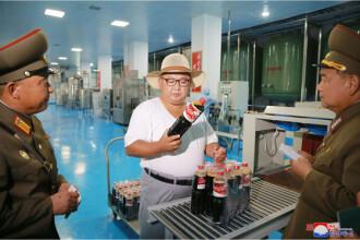 Kim Jong-un a inspectat sticlele de Cola și crema de ciocolată, la o fabrică. GALERIE FOTO