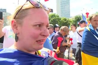 """Românii din diaspora, cu lacrimi în ochi la protest: """"Nu mai suport să ne conducă prostimea"""""""