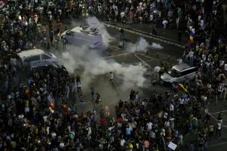 Jandarmeria: În Piața Victoriei au apărut persoane care fac parte din grupuri violente şi galerii. VIDEO
