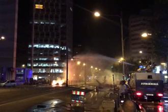 Incendii în apropiere de Piața Victoriei, după evacuarea protestarilor