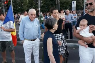 Consultant al guvernatorului BNR, fotografiat printre protestatari. Reacţia unui ministru PSD