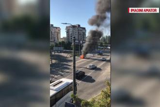 Autoturism distrus de flăcări, în Craiova. Şoferul a povestit că totul s-a petrecut la semafor