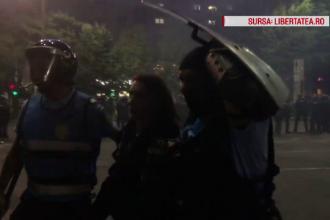 Cine sunt agresorii Ştefaniei, jandarmul rănit la protest. Salvatorii femeii, atacaţi cu gaze de colegii ei