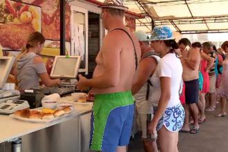 """Ce mâncare preferă turiștii români pe litoral. """"Se vinde tot"""