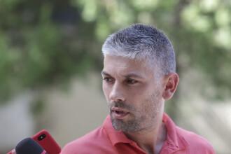 Răzvan Ștefănescu, șoferul devenit celebru pentru plăcuțele anti-PSD, candidează la europarlamentare
