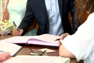 Pakistanez expulzat după ce s-a căsătorit cu o româncă pentru viză. Diferența de vârstă