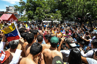 Protest în lenjerie intimă, după arestarea unui politician. FOTO