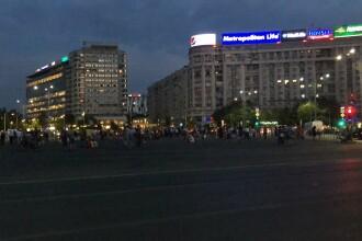 """Câteva sute de protestatari s-au strâns în Piața Victoriei: """"Democraţia moare în gaze şi bastoane!"""""""