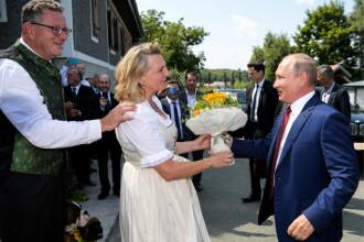 Putin i-a dat un samovar miresei din Austria și a ținut un discurs în germană