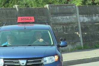 În Bistrița, studenții iau ore suplimentare de condus. Cât așteaptă până dau traseul