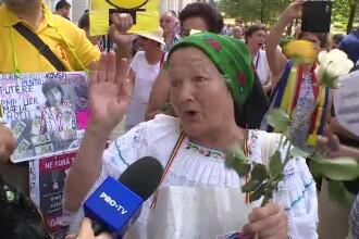 """Explicaţiile celor care au mers la mitingul pro-jandarmerie. """"Nu ştiu să vorbesc, eu ştiu doar Jos Iohannis!"""