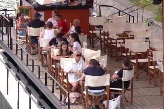 """Cafenele pe apă, noua atracție din Timișoara. """"Am putea să ne obişnuim cu asta"""""""