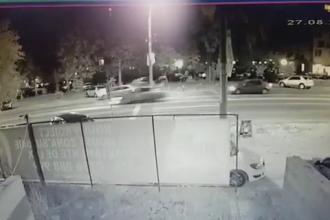 Doi tineri, spulberați de o mașină în Mamaia. Momentul impactului a fost filmat