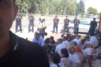"""MAE se implică în cazul românilor blocați la frontiera R. Moldova. """"Am cerut explicații"""""""