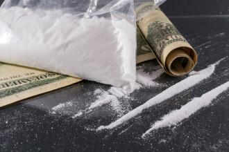Tânăr prins când voia să ridice două pachete cu cocaină și Ecstasy