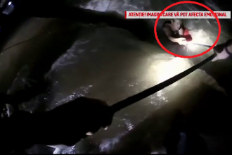 Momentul în care doi tineri sunt salvați dintr-un râu, chiar înainte să se înece