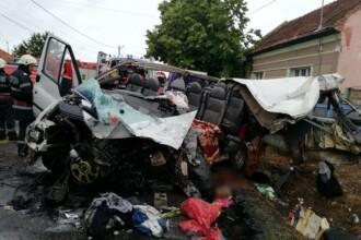Accident frontal pe DN 1, între un TIR și un microbuz. Sunt 2 morți și 7 răniți