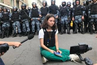 Ce s-a intamplat cu rusoaica de 17 ani care a citit Constitutia in fata politiei inarmate
