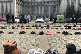 """La sediul MAI au fost puși 400 de pantofi """"pentru fiecare copil care dispare anual"""""""