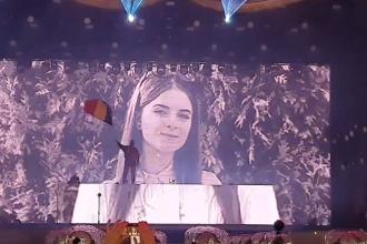 Moment impresionant la Untold. Zeci de mii de oameni i-au adus un omagiu Alexandrei. VIDEO
