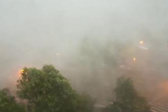 Scene apocaliptice pe litoral. Violența unei furtuni de 10 minute i-a șocat pe oameni