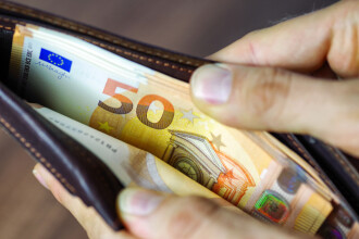 Comisia Europeană: Noua Lege a pensiilor, un risc semnificativ la adresa deficitului