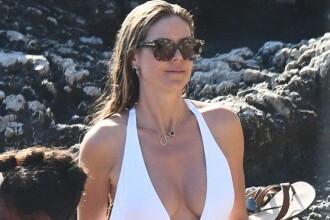 Heidi Klum, surprinsă făcând plajă topless în Capri, alături de noul ei soț. FOTO