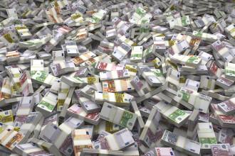 A furat sute de mii de euro de la clienți decedați. Surprinzător ce a făcut apoi cu banii