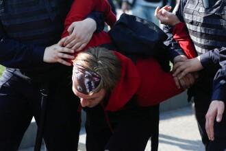 Un cuplu din Rusia riscă să rămână fără copilul de un an, după ce au mers la un protest
