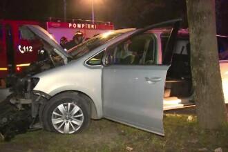 Șofer în stare gravă după ce s-a oprit cu mașina în copac, în Bistrița. Ce spun martorii
