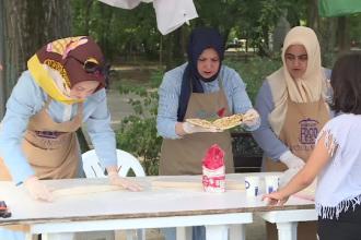 """Festival turcesc în parcul Herăstrău. """"E prima oară când încerc"""""""