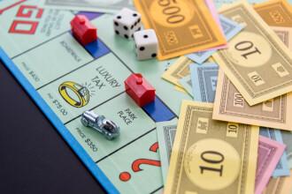 Doi turiști au vrut să plătească cu bani folosiți în jocul Monopoly. Ce a făcut chelnerul