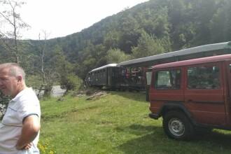 Mocăniţa din Maramureş a deraiat, cu 200 de oameni la bord. 12 răniți. FOTO