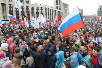 Alegeri locale în Rusia. Mitingurile opoziţiei, reprimate dur în toată ţara