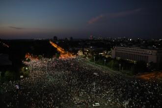 24.000 de oameni la protest în Piața Victoriei. Momentul în care au aprins lanternele telefoanelor