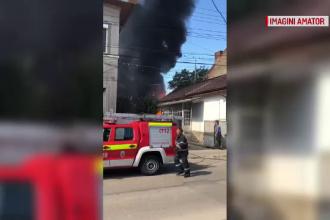 Incendiu uriaş, aproape de centrul Clujului. Ce a explodat în clădire