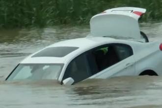 A primit un BMW de ziua lui, dar s-a enervat şi l-a aruncat în râu. Ce cadou voia de fapt