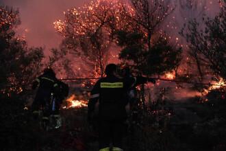 Sute de români blocaţi pe o insulă cuprinsă de incendii, în Grecia. Când ajunge prima navă
