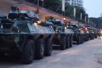 Tensiuni fără precedent. China trimite blindatele la granița cu Hong Kong